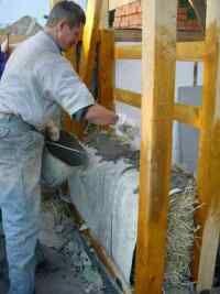 Шаг 3. Возведение стен, зашита соломенных блоков. Нажми чтобы увеличить