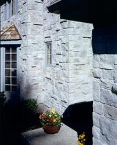 Средневековый замок Англия бежевый